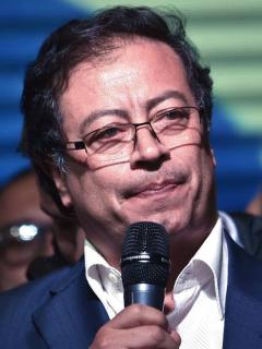 Petro pide 'apoyo bravo' de barristas para el paro y lanza pulla a comentarista deportivo