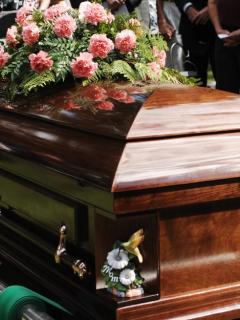Lo declararon muerto, pero 'revivió' y apareció 7 horas después de su funeral