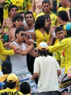 [Video] Barristas del Bucaramanga agreden a jugadores en pleno aeropuerto