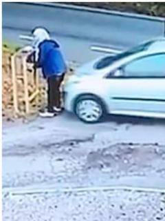 [Video] Se parqueó sin poner el freno de mano, y su propio carro la atropelló