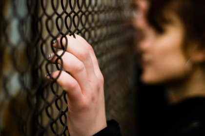 Mujer en la cárcel.
