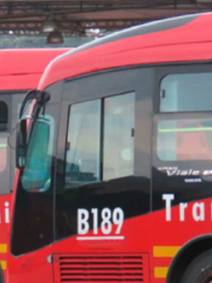 Choque de dos buses de TM deja, de momento, cinco lesionados