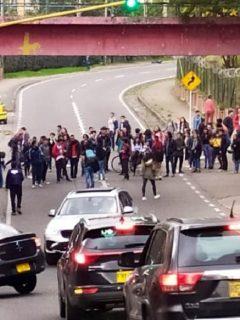 Levantan bloqueo cerca de la U. Distrital, sede La Macarena