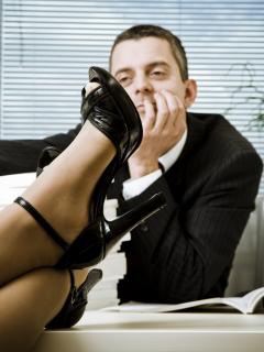 ¿Está buscando novio? Científicos dicen que usar tacones altos la sacaría de la soltería