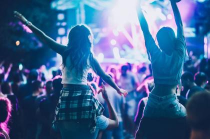 Joven muere en festival electrónico