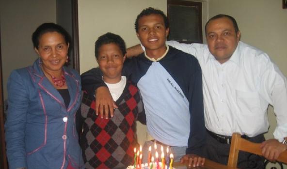 Luis Andrés Colmenares y familia