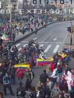 Avenida NQS sufrió caos vehicular por bloqueos del Sena y accidente de grúa, en Bogotá