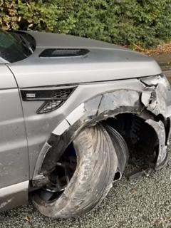 Lujosa camioneta le falla al 'Kun' Agüero y se accidenta rumbo al entrenamiento