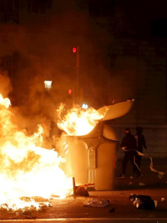 Violentos disturbios e incendios provocados dejan 33 detenidos y 96 heridos, en Barcelona