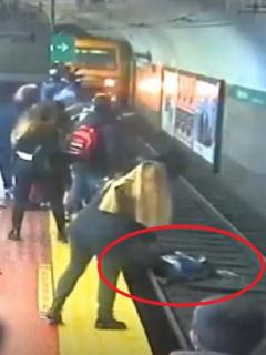 [Video] Metro frena a centímetros de arrollar a mujer que había caído en las vías