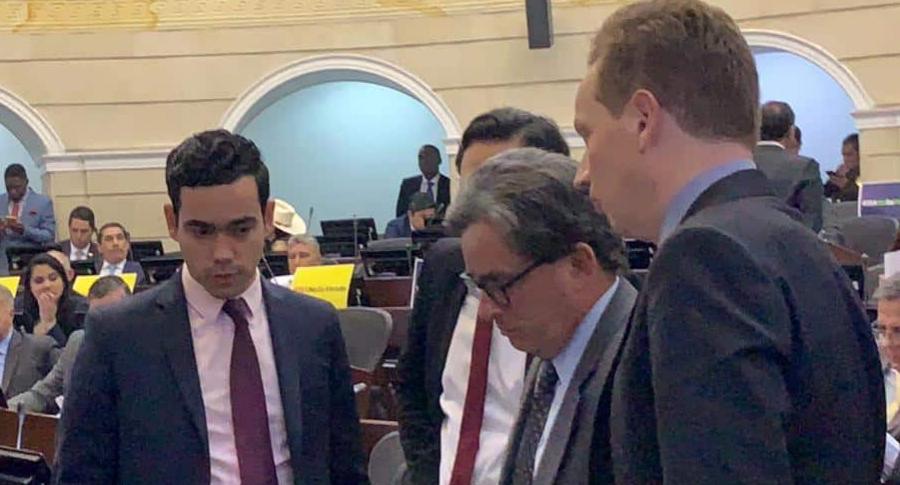 Ministro de Hacienda (Alberto Carrasquilla)-Director del DNP (Luis Alberto Rodríguez)-Senador Álvaro Uribe