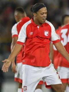 [Video] Ronaldinho salió de El Campín con los ojos aguados por ovación que le hicieron