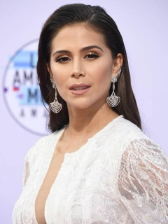 La del cuello ortopédico, y más pintas de famosos en los Latin American Music Awards