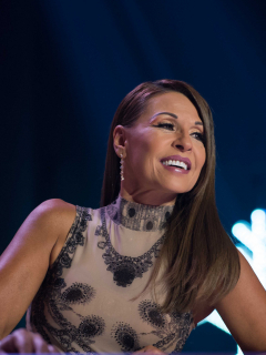 Mostrando parte de su cola, Amparo Grisales celebra el millón de fans en Instagram