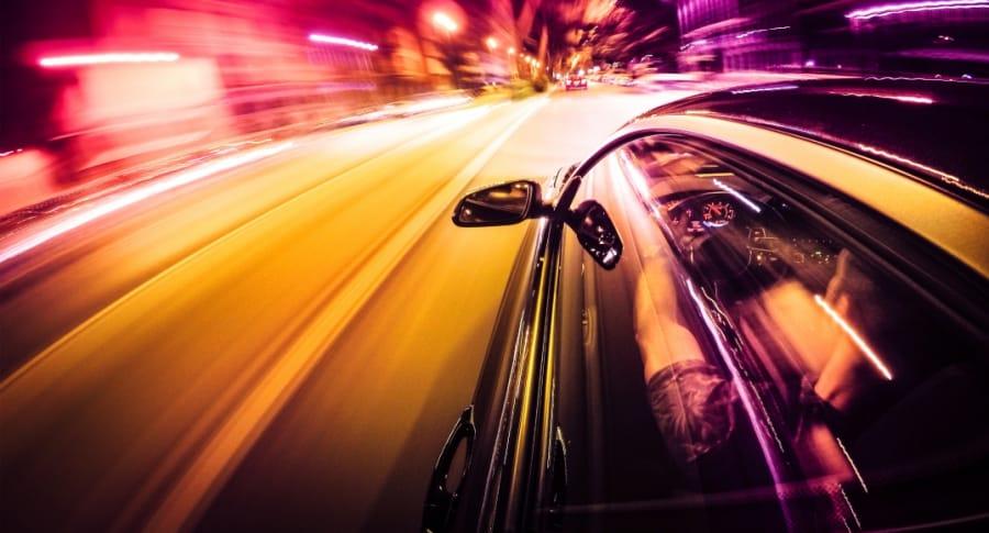 Conductor a toda velocidad.