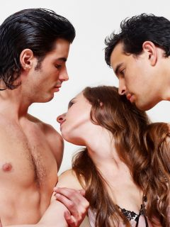 ¿Quiere hacer un trío sexual? 'Torre Eiffel' es la pose con la que le quedará gustando