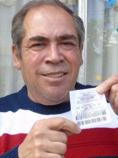 Le estaba rezando a santo para ganar lotería y en 5 minutos se convirtió en millonario