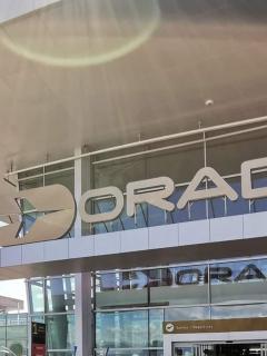 Investigan si hubo negligencia en caso de estadounidense que murió en aeropuerto El Dorado
