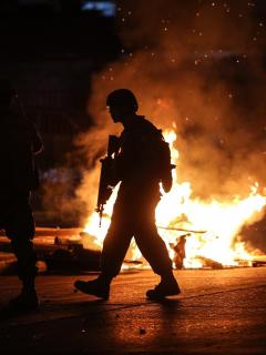 Suben a 9 los muertos (incluido un colombiano) en Chile; gobierno dice que está en guerra