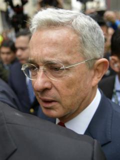 [Videos] Nueva consigna con la que abuchean a Uribe en su propia tierra (Antioquia)