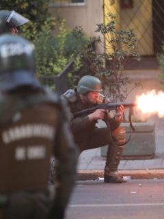Colombiano que fue golpeado por militares de Chile dice que lo amenazaron de muerte