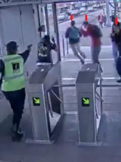 A vigilante de Transmilenio le salió caro dispararles a colados con arma de fogueo