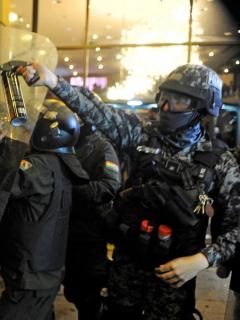 Opositores califican de fraude la inusitada remontada de Evo e incendian sede electoral