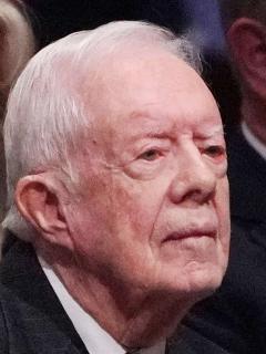 Expresidente de EE.UU. Jimmy Carter se cae por tercera vez y se fractura la pelvis