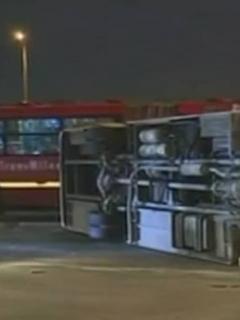 Hombres que volcaron bus de Policía para volarse se metieron a la brava a TM