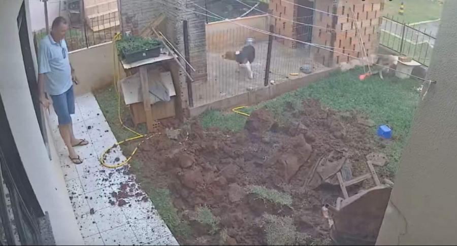 Hombre hace explotar patio.