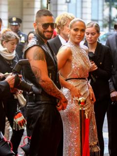 Maluma alardea de foto con otro famoso actor que estará en película con 'JLo'