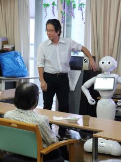 Japón prueba con robots el cuidado de ancianos, por falta de trabajadores para ese oficio