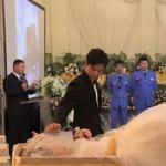 Novio se casa con cadáver