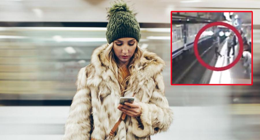 Mujer distraída con el celular.
