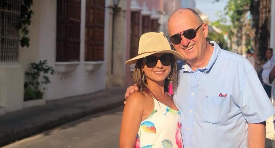 Jota Mario Valencia, presentador, y su esposa Ginneth Fuentes.