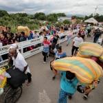 Migrantes venezolanos ingresando a Colombia
