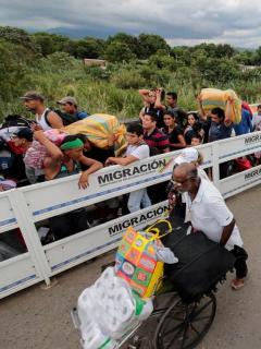 Colombia debe meter a venezolanos en Sisben, si quiere que le aprueben millonario crédito