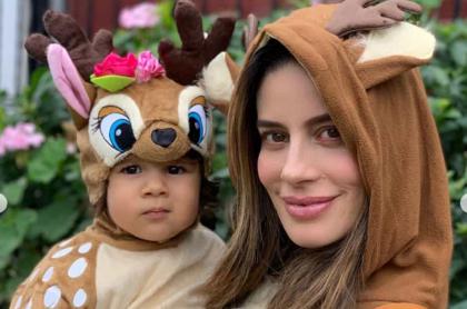 Manuela González, actriz, con su hija Alma.