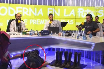 Hombre se cae durante programa en vivo.