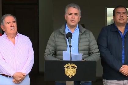 Guillermo Botero, ministro de defensa; Iván Duque, presidente de Colombia; y Óscar Campo, gobernador del Cauca.