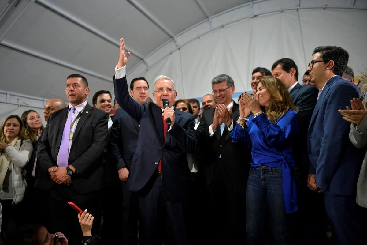 """Estrategia de ser más uribistas que Uribe no es exitosa"""""""
