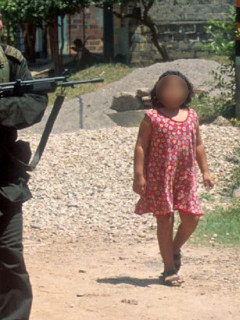 Por magistrado hablar de más, suspenden caso de reclutamiento de niños en la JEP