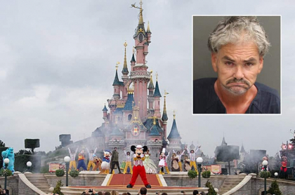 Hombre manoseó a princesa en Disney.