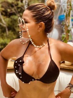 """""""No te cases"""", le dicen a Melissa Martínez por fotos en traje de baño (¿muy ajustado?)"""