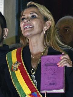 Jeanine Áñez presidenta encargada de Bolivia