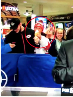 A este despistado le robaron el helado, pero ni cuenta se dio; muchos lo vieron por TV