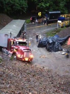 Conductor se salvó de derrumbe en vía Bogotá-Medellín, pero no de los ladrones