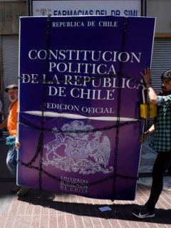 Chile llama a plebiscito para cambiar la Constitución que tiene desde tiempos de Pinochet