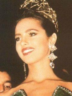 """""""Aunque me queda apretadito, todavía aguanto"""": Paola Turbay, en vestido de reinado 1991"""