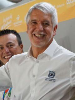 A Peñalosa se le salió el hincha y anunció título para Bogotá en Juegos Nacionales